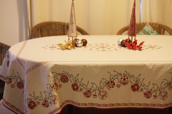 Christmas tablecloth 10 to 12 seater
