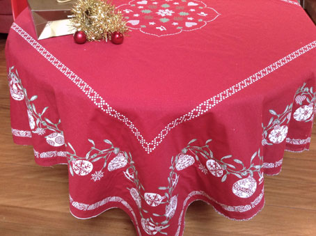 French Chrismas tablecloth with reversible design in red and ecru tones