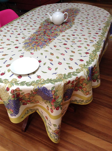 Large french provencal treated wipe-over tablecloth with roses and lavender designs